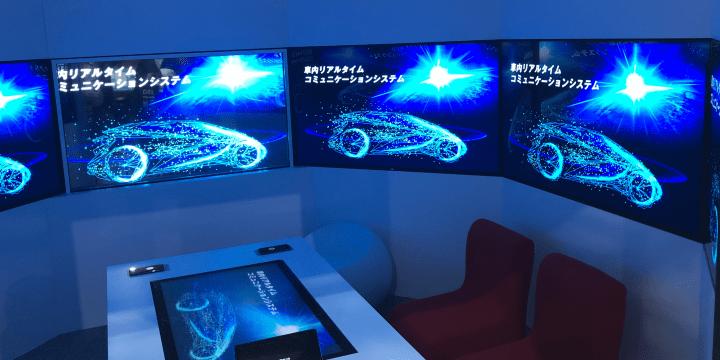 5G通信を使った未来の車のインフォテイメントを表現したドコモ展示会の写真
